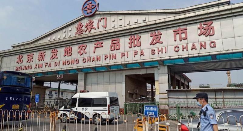 Alimentos contaminados de Covid-19 en gigantesco mercado de la capital de China