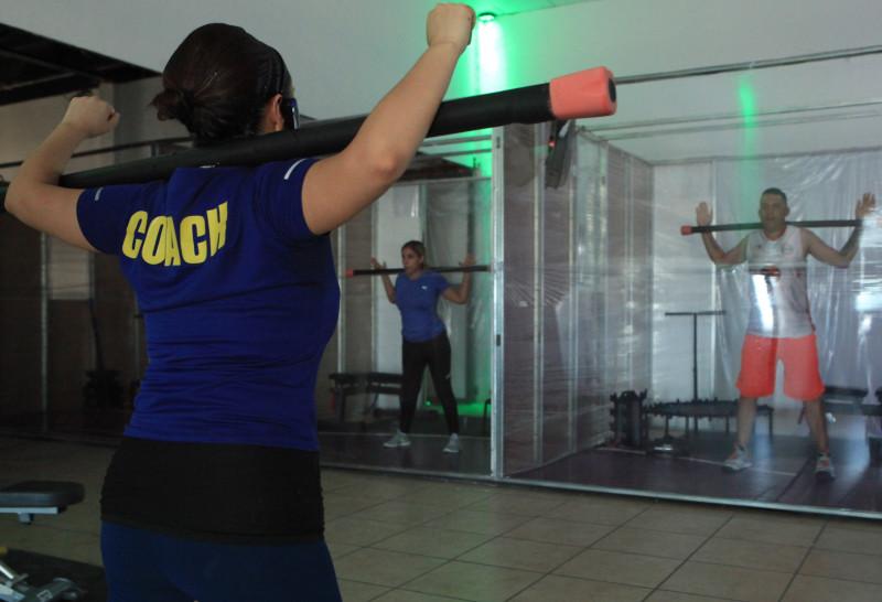 Gimnasio con cabinas individuales para entrenar sin riesgo