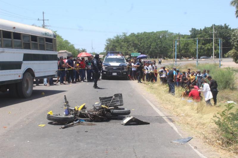 Choque entre motocicleta y camión deja un muerto