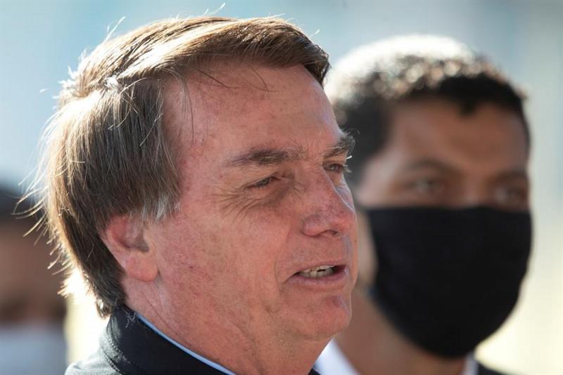Juez ordena multar al presidente de Brasil si no usa tapabocas