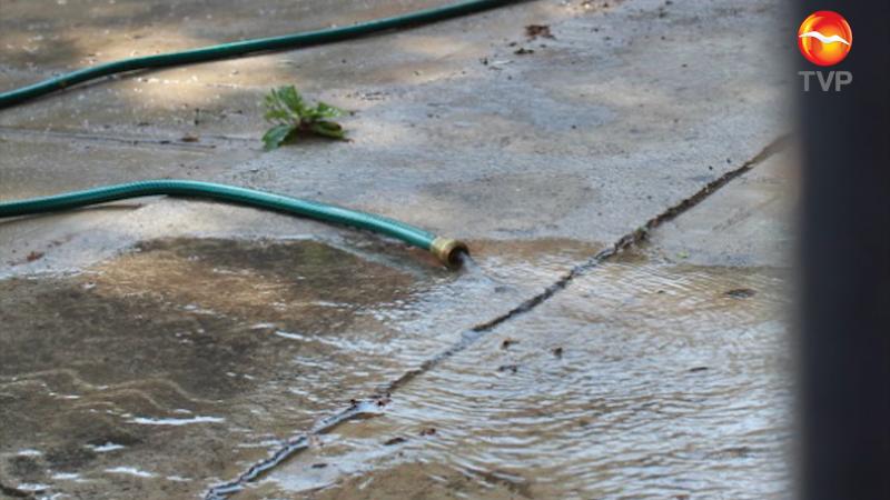Desperdician agua en medio de la contingencia