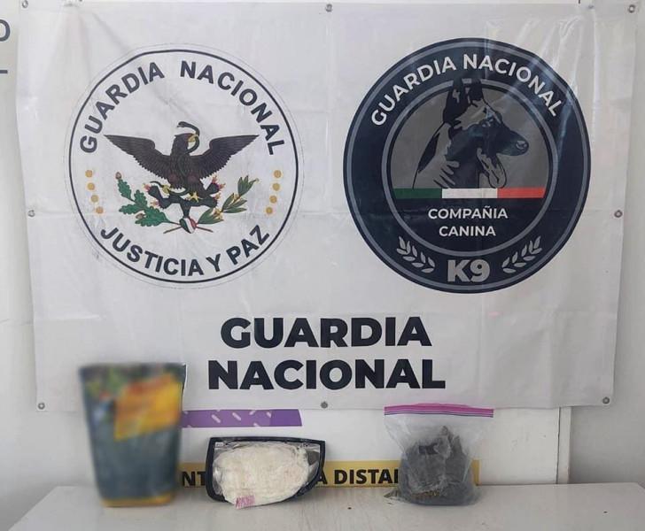 Guardia Nacional localiza droga oculta en faro para automóvil