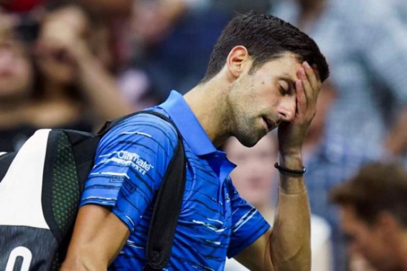 Arremeten contra Djokovic por casos de Covid-19