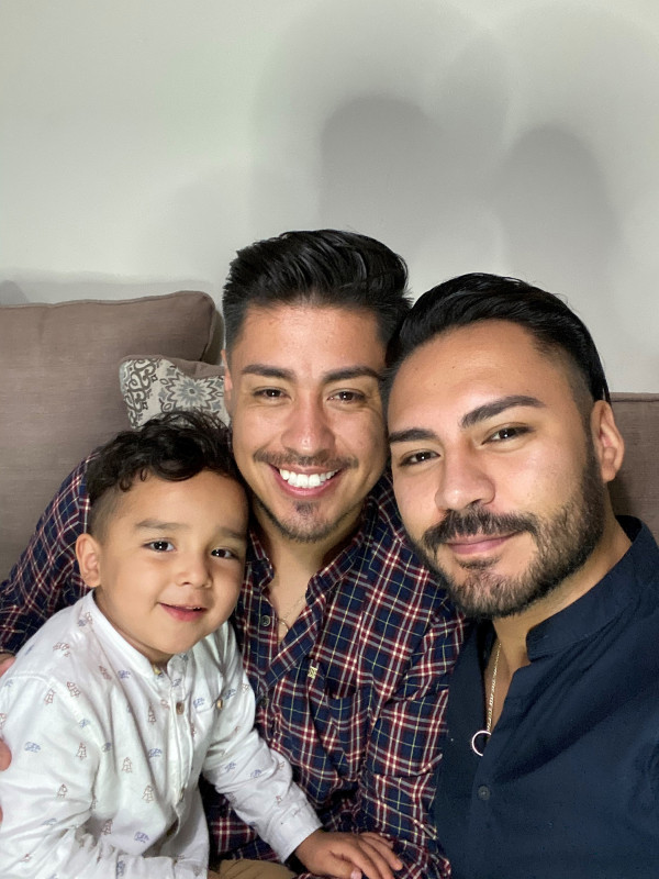 Primera pareja gay que logra adoptar en Guanajuato lucha contra la discriminación