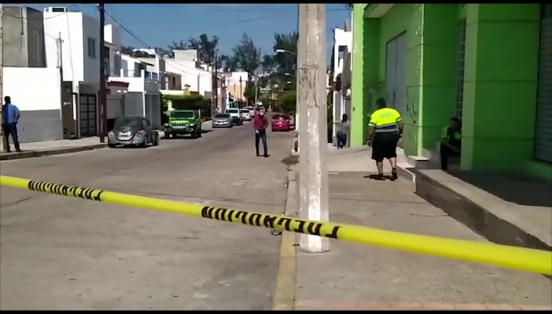 Atacan a balazos a un abogado en el Fraccionamiento Playa Sur