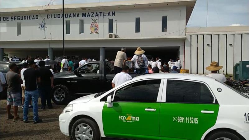 Tras manifestación de taxistas, Gobierno se compromete a redoblar seguridad