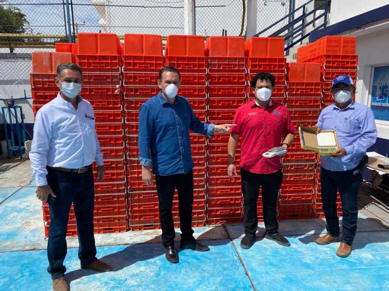 Entregan apoyos a pescadores de Ahome