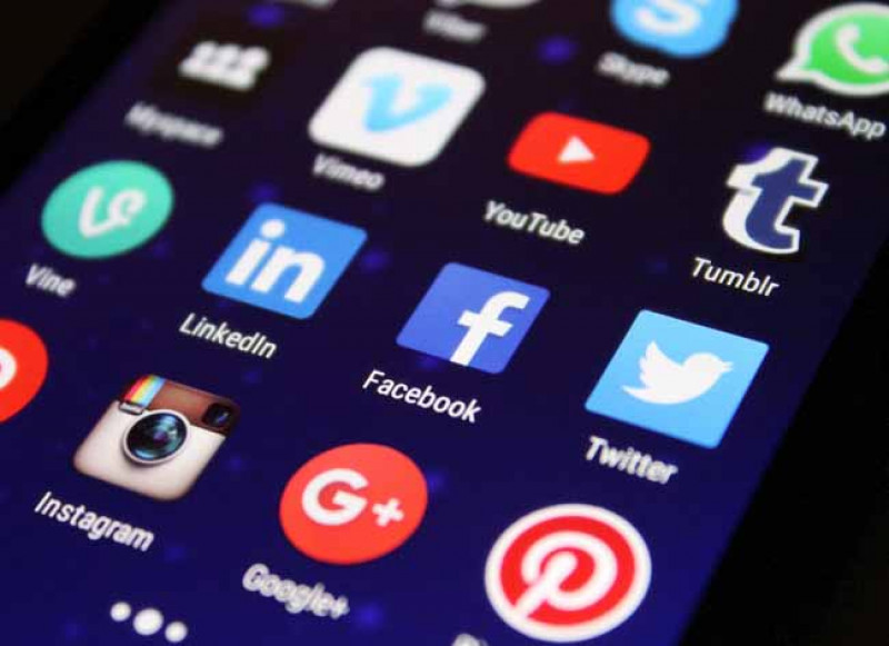 Redes sociales expanden la comunicación mundial