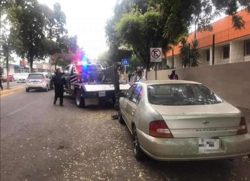 """Retiran de las calles """"vehículos en desuso"""""""