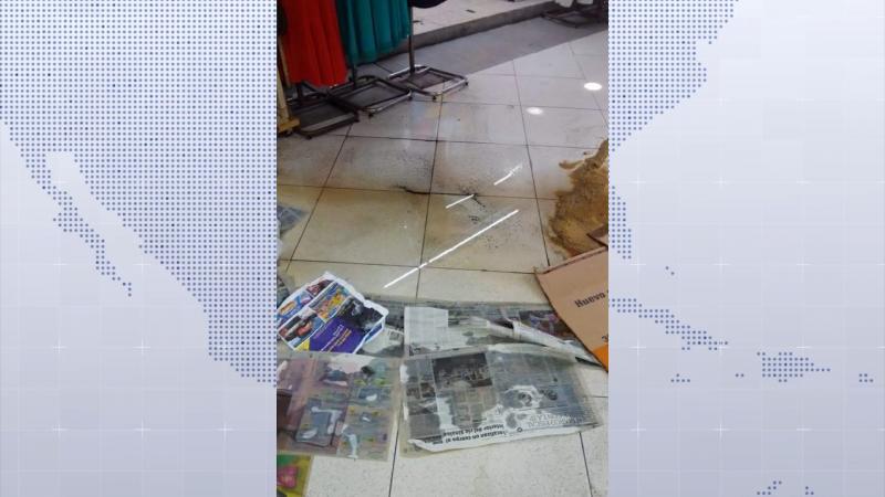 Colapsa el drenaje en el Mercado Pino Suárez