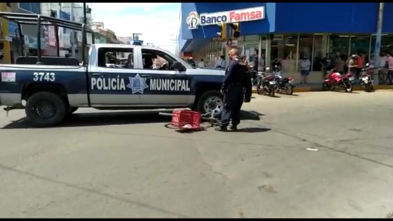 Ciclista es arrollado por patrulla de la policía municipal