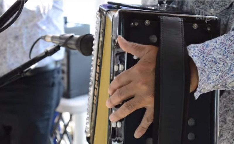 Entre la fiesta y la carencia, así es la vida de los músicos norteños en Sinaloa