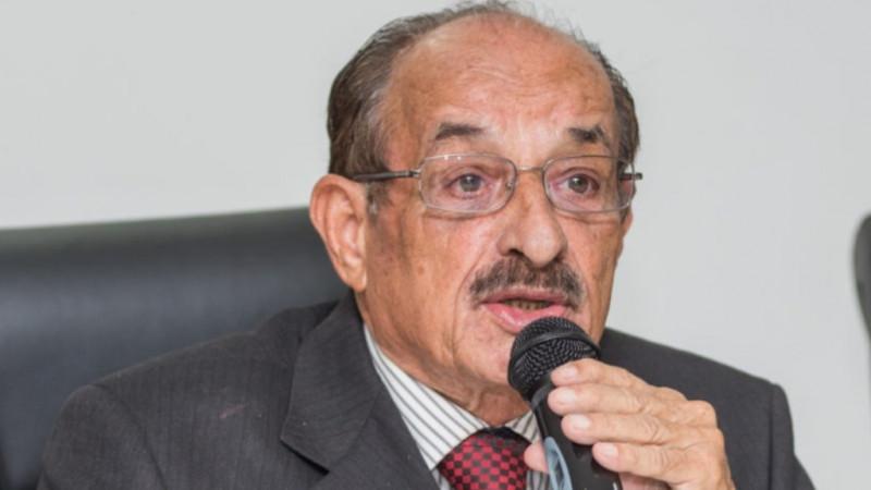 """Alcalde de Brasil dijo que abrirá comercios """"muera quien muera"""""""