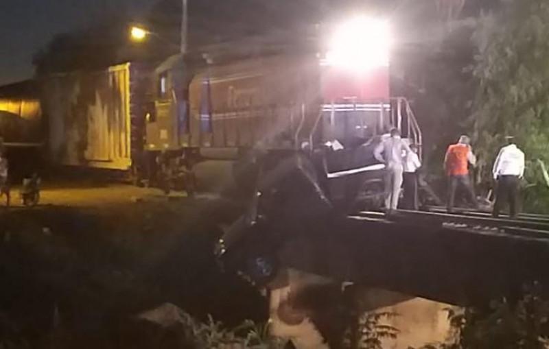 Chocan con el tren y salvan la vida