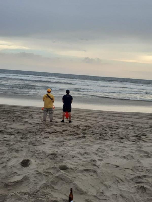 Muere joven ahogado en playas de Rosario.