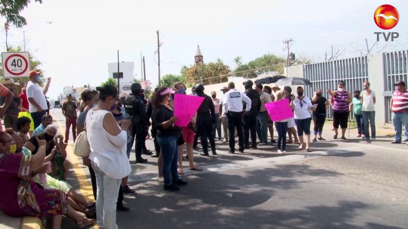 """""""El pueblo lo puso, el pueblo lo quita"""": Ciudadanos de Villa Unión"""
