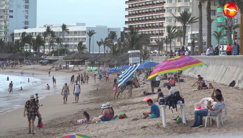 Concurridas las playas, pocos usan cubrebocas