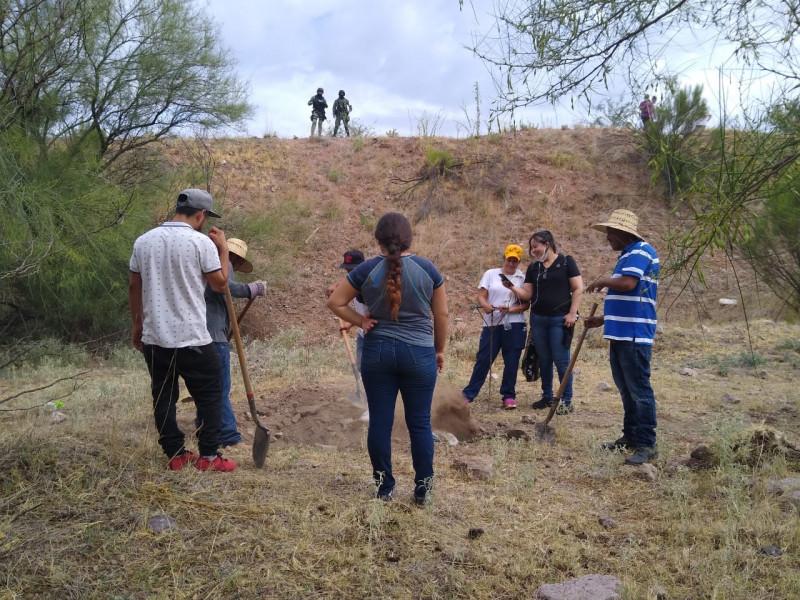 Madres Buscadoras encuentran dos cuerpos en Nogales
