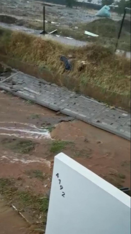 Lluvias colapsan barda perimetral en coto de fraccionamiento privado