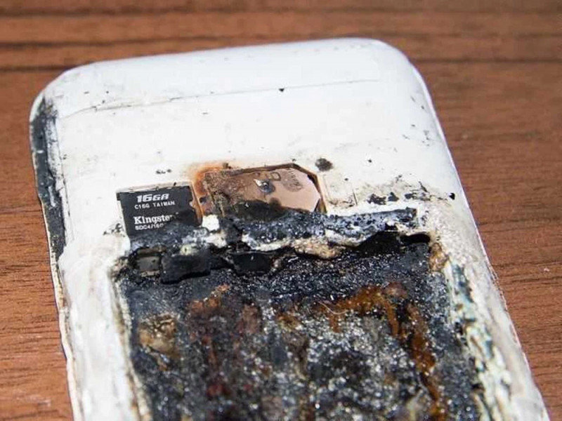 Le explota el celular a joven de 19 años mientras duerme y muere