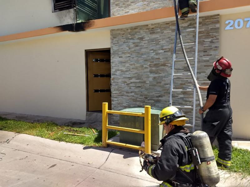 Casa quemada y vehículo con impactos de bala en residencial Altamira