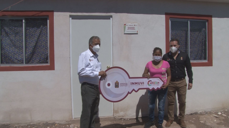 Familias de escasos recursos son beneficiadas con acciones de vivienda en Culiacán