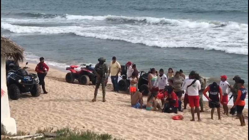 Rescatan a joven mujer en playas de Mazatlán