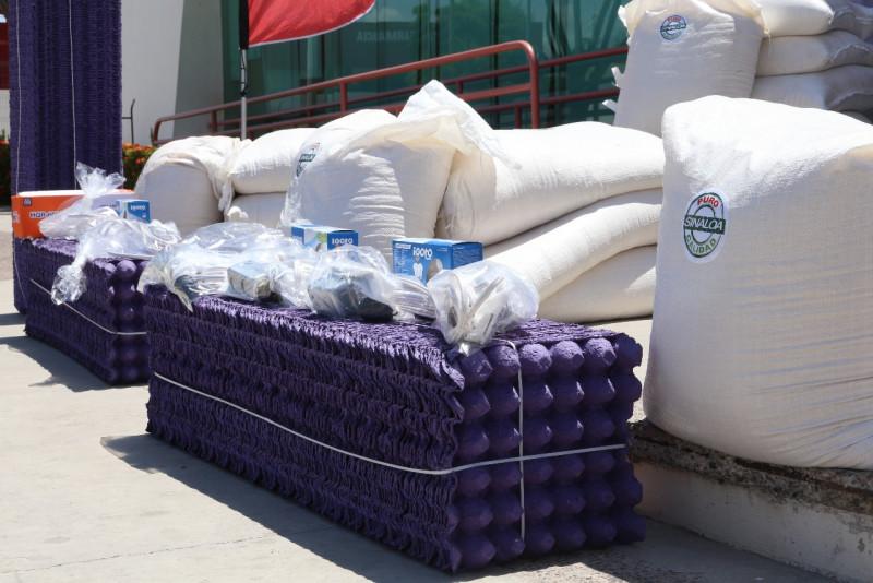 Distribuyen 17 toneladas de alimento para granjas avícolas
