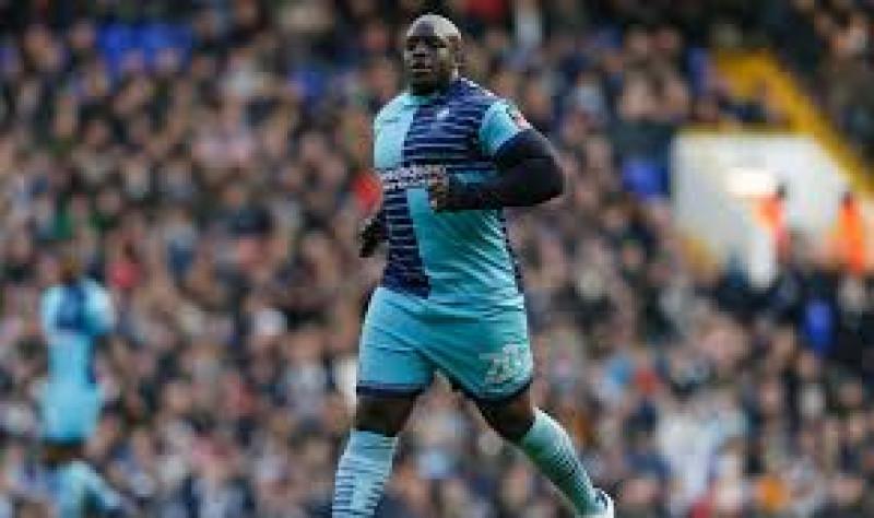 Futbolista de 102 kilos logró el ascenso en Inglaterra