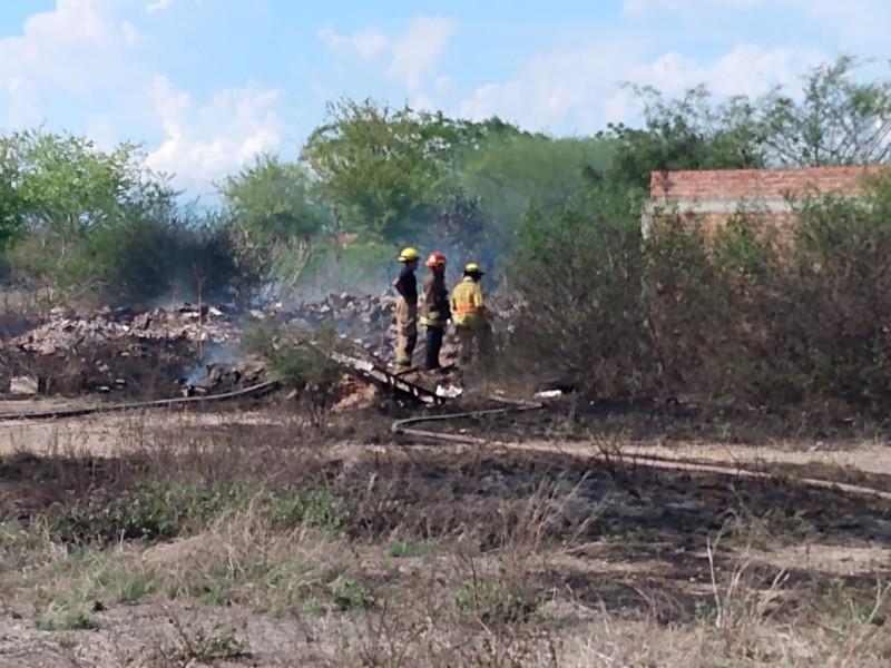Incendio de llantas provoca gran movilización al norte de Mazatlán