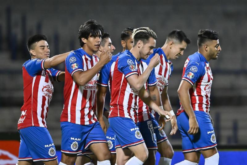 Chivas derrota 4-3 al América y va a la final de la Copa X México