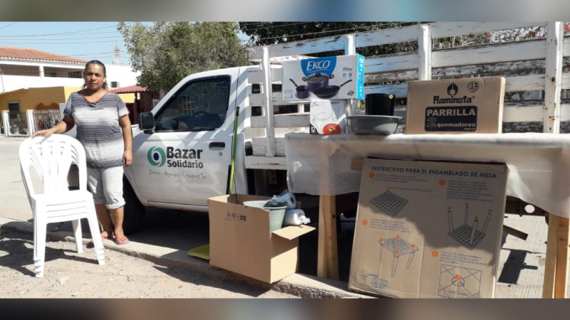 Entrega Bazar Solidario paquete contra incencios a familia