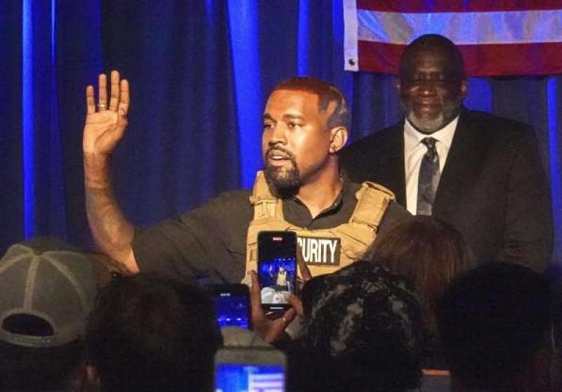 """Kanye West propondría dar """"un millón de dólares"""" a madres para que no abortaran"""