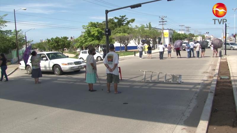 Ciudadanos toman la avenida Rafael Buelna