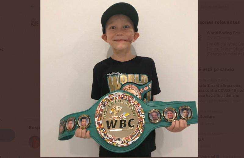 El Consejo Mundial de Boxeo lo declara Campeón Honorario por salvar a su hermanita de 4 años