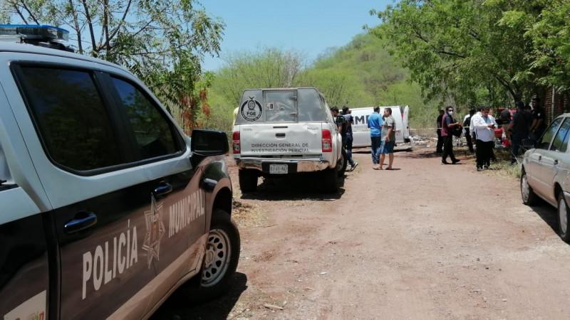 En la cajuela de un vehículo encuentran cadáver