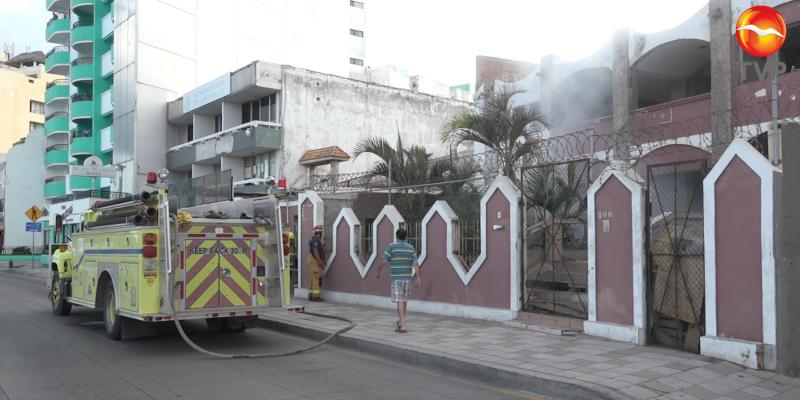 Incendio en casa abandonada alerta a cuerpo de bomberos