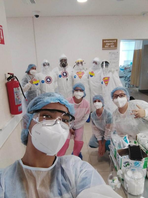 """""""Súper héroes de la salud"""", dan ánimos a pacientes"""