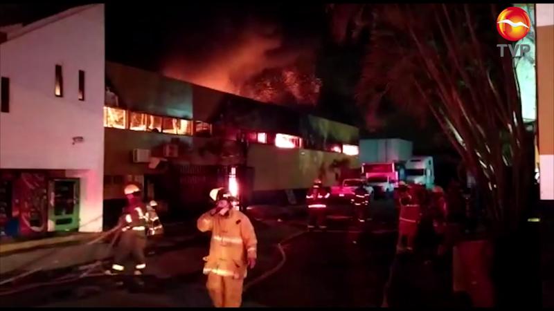 Se incendia negocio de llantas en Mazatlán