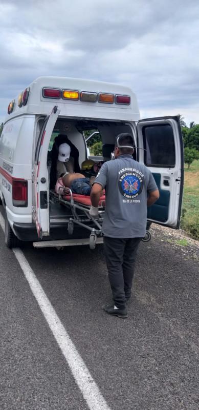 Derrapa motociclista en carretera que conduce a Barrón