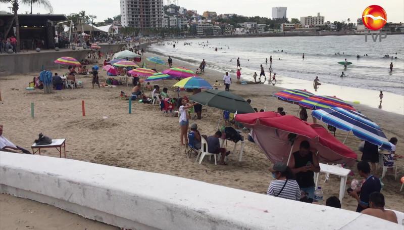 Cuarto fin de semana con playas muy concurridas en Mazatlán