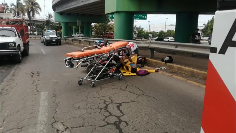 Motociclista derrapa y se lesiona