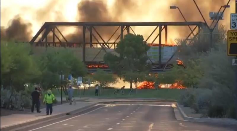 Video: tren en Arizona se descarrila e incendia fuertemente