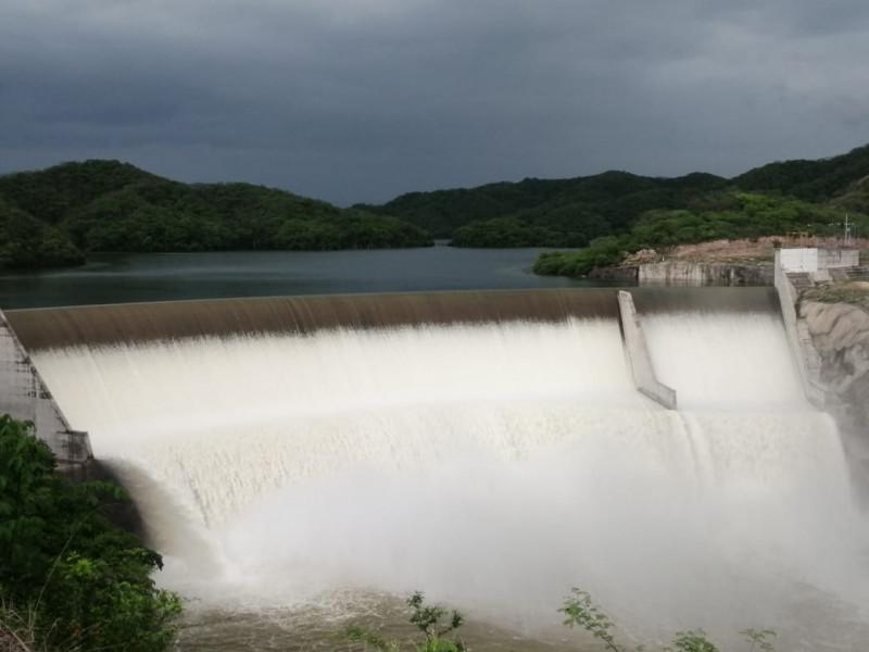 Monitorean creciente del Río Presidio