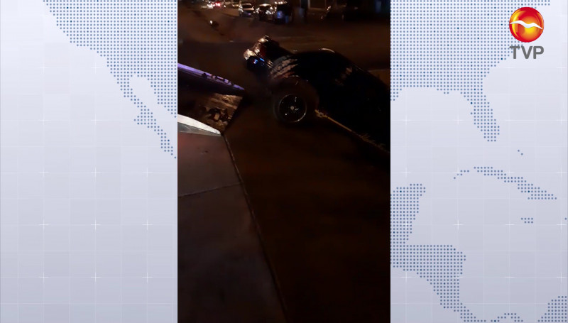 Vehículo cayó a canal pluvial de la López Mateos