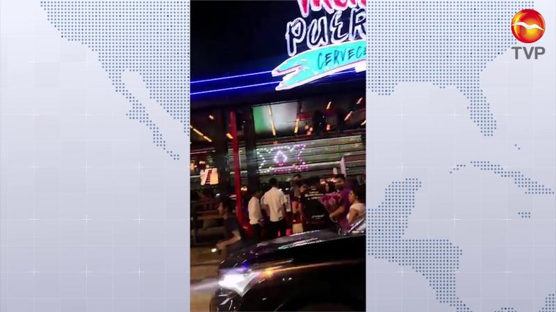 Se forman aglomeraciones afuera de bares y antros