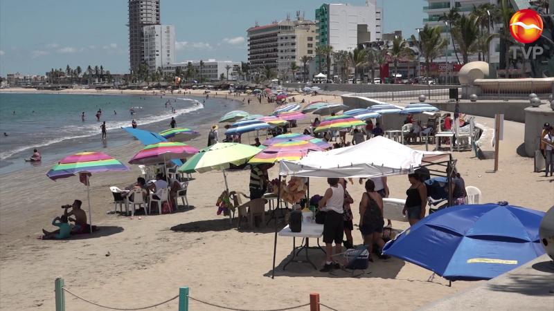 Así lucen las playas de Mazatlán este domingo