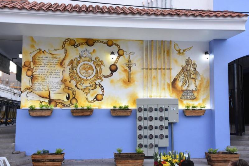 Develan dos murales históricos en Rosario