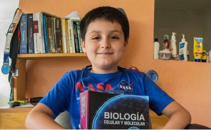 Con 14 años, niño genio mexicano va por su segunda carrera universitaria