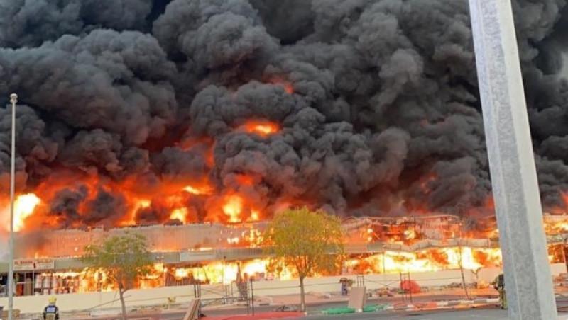 Arde en llamas un mercado en los Emiratos Árabes Unidos. Mira los videos